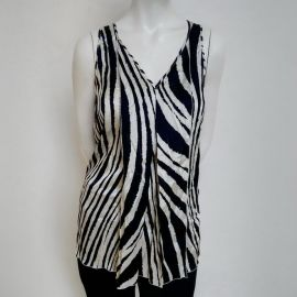 42IT/165cm Les Copains Women's Zebra print Sleeveless A-line Top Black/White Silk V-Shirt by BVM